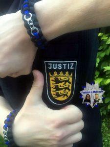 Auch im Justizvollzug trägt man schwarz-blau