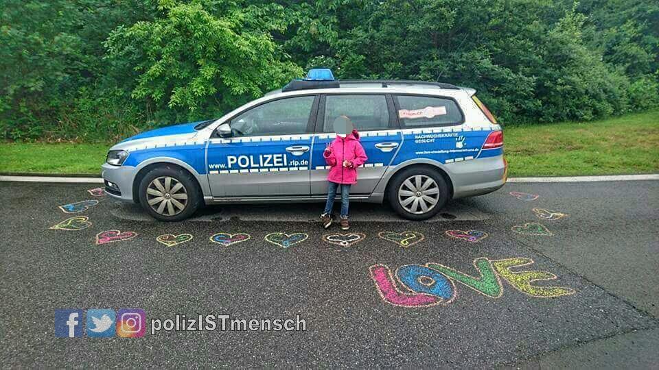 """""""Love"""" bei Protestveranstaltung in Ramstein"""