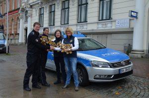 Patenschaft: Polizei Flensburg bekommt Notfall-Teddys geschenkt