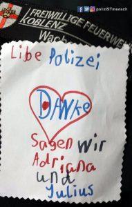 Kinder bedanken sich bei der Polizei Koblenz für ihren Karnevalseinsatz