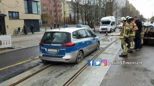 Mit dem Streifenwagen wie auf Schienen (fest-) fahren