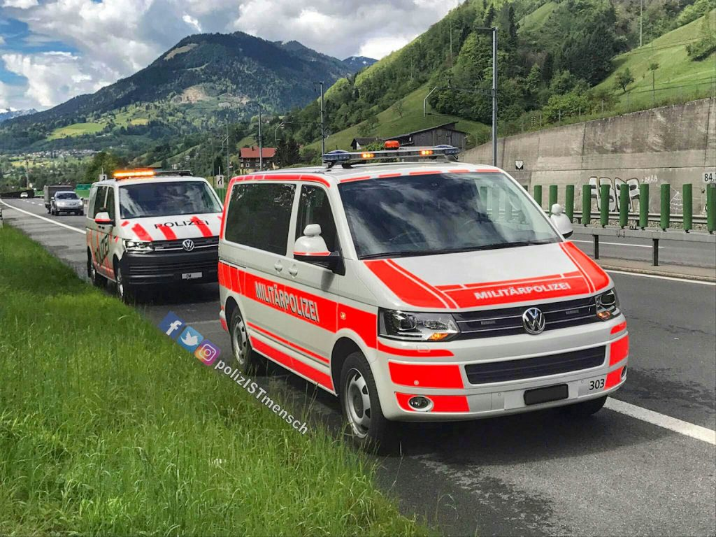 Silvan übermittelt viele Grüße von der Militärpolizei und der Kantonspolizei Obwalden (Schweiz)
