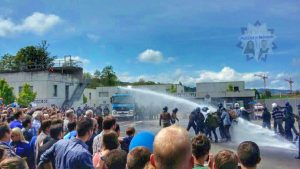 Demonstration des Wasserwerfers bei Besuchstag in der Schweiz
