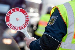 Grenzkontrolle: Zwei Totschläger von der A8 ins Gefängnis gebracht