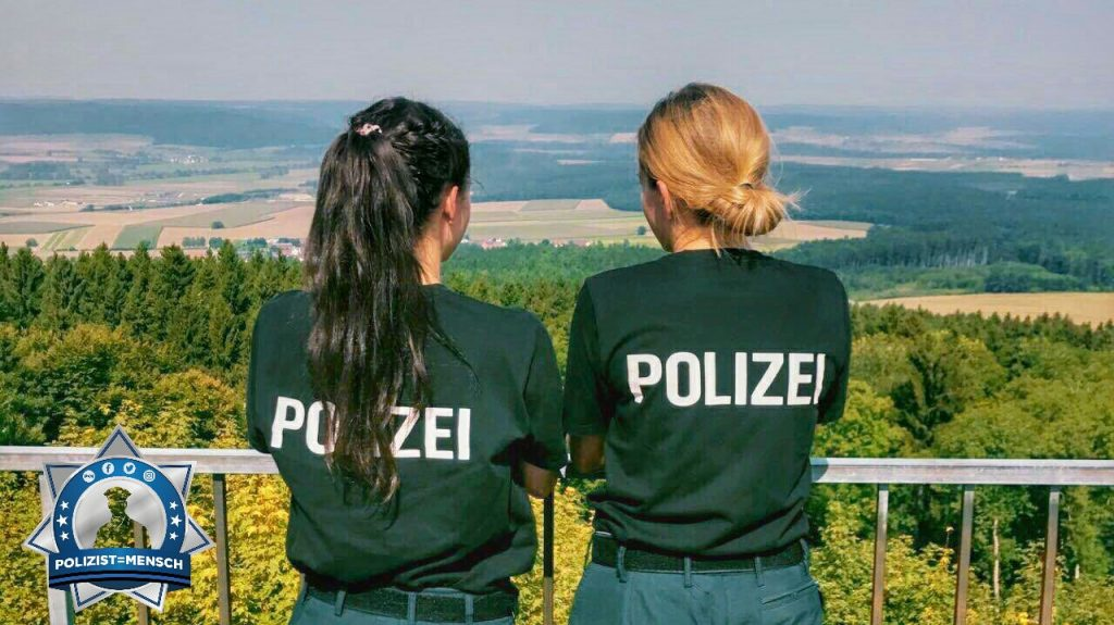 """""""Immer den Überblick bewahren. Liebe Grüße aus Oberschwaben, eure Jana und Selina."""""""