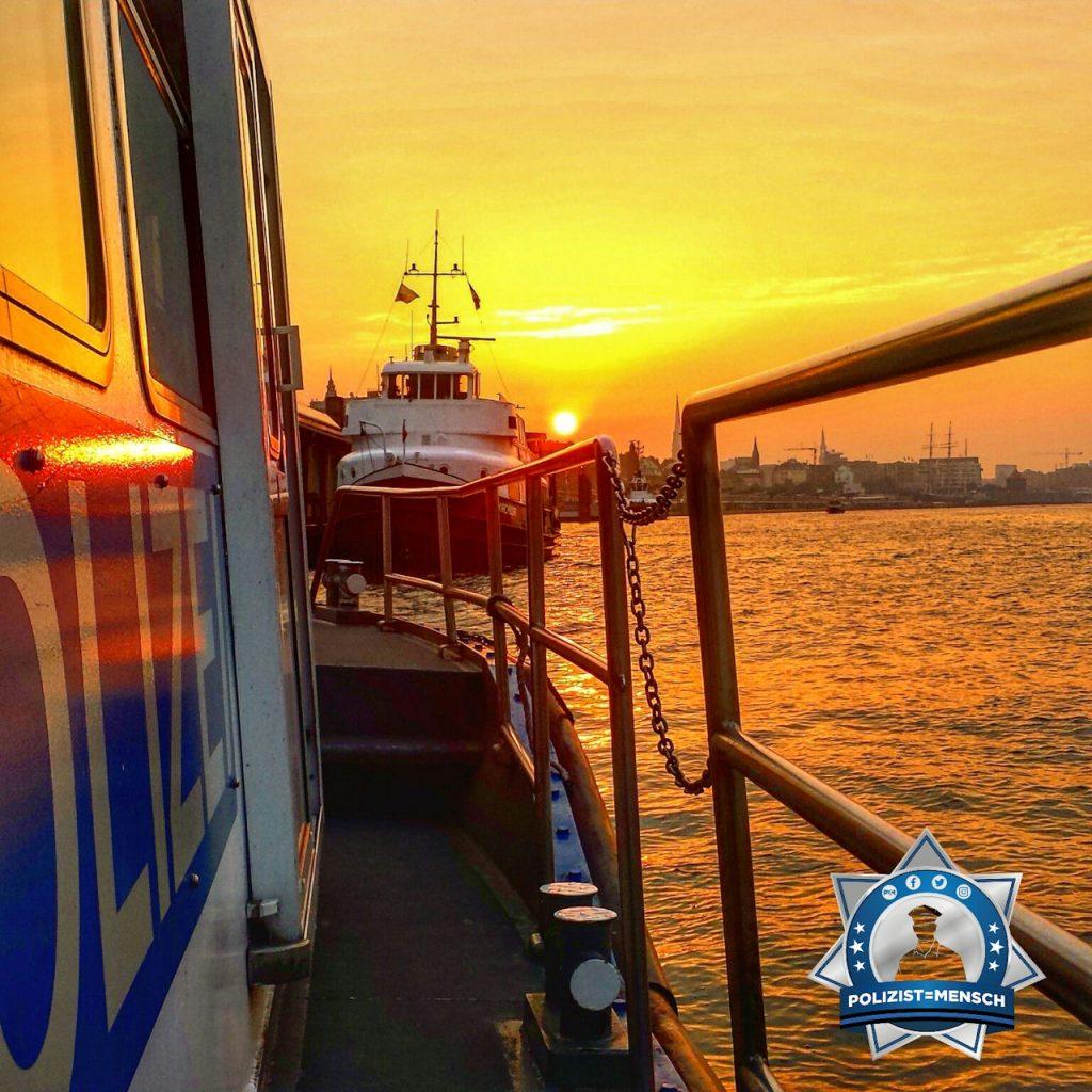Sonnenaufgang über der Elbe in Hamburg