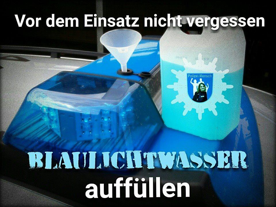 Vor dem Einsatz nicht vergessen: Blaulichtwasser auffüllen!