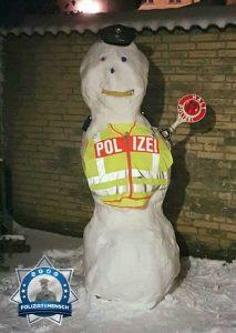 PK Frost unterstützt bei der Verkehrskontrolle