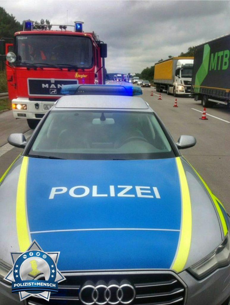 """""""Grüße von der Autobahnpolizei Sachsen-Anhalt, Polizeidirektion Nord, auf der A2. Julian"""""""