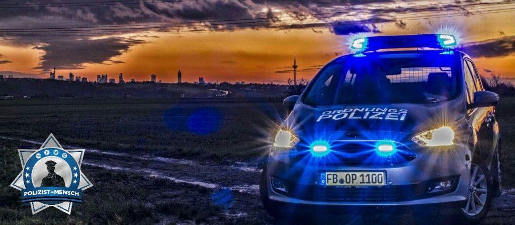 """""""Liebe Grüße von der Ordnungspolizei Bad Vilbel mit dem Frankfurter Panorama im Hintergrund, Katha und Sebastian"""""""