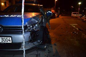 Fahrzeugführer rammt Streifenwagen und leistet Widerstand