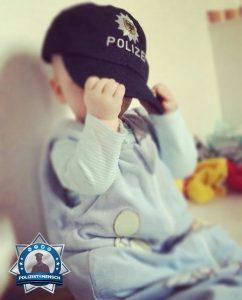 Früh übt sich ein Polizistensohn zu sein
