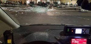 Genug ist genug! Zum dritten Mal in einer Woche wurden Polizeifahrzeuge mit Steinen beworfen - nun gab es Verletzte