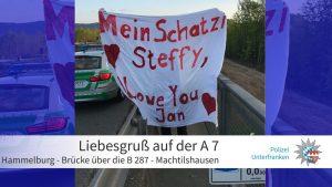 Hilfe für Amor auch in Unterfranken: Polizei entfernt Transparent, zeigt dann aber ❤️️