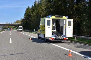 Ich muss da jetzt durch: Lieferwagen fährt Polizistin auf Autobahn an und verletzt sie schwer