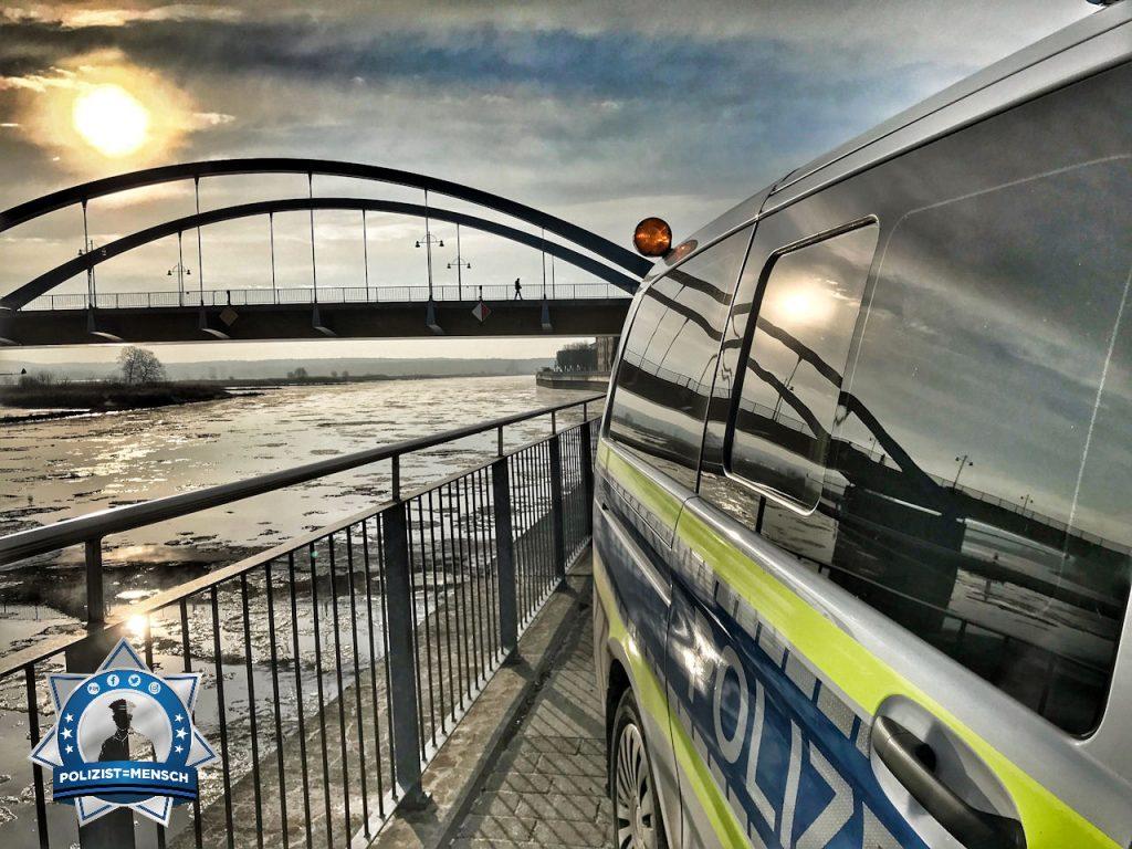 """""""Im Osten geht die Sonne auf! Grüße von der polnischen Grenze, aus dem Polizeirevier Frankfurt (Oder) ✌ Till"""""""