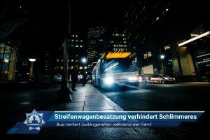 Bus verliert Zwillingsreifen während der Fahrt: Streifenwagenbesatzung verhindert Schlimmeres