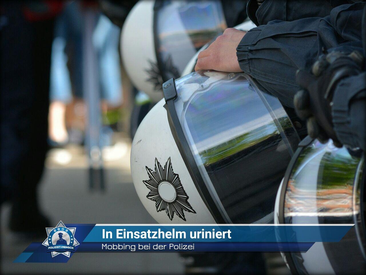 Mobbing Bei Der Polizei In Einsatzhelm Uriniert Polizistmensch