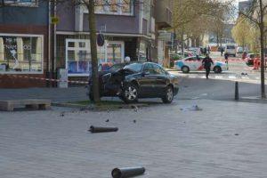 Schusswaffengebrauch mit tödlichen Folgen: Autofahrer fährt auf Polizisten zu