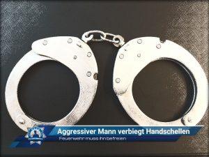 Feuerwehr muss ihn befreien: Aggressiver Mann verbiegt Handschellen