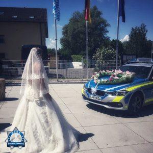 Exekutiv-Hochzeit: Wenn der Streifenwagen  zum Brautwagen  wird