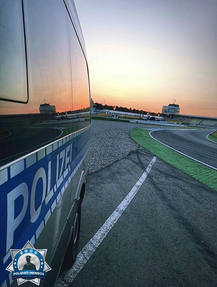 """""""DTM-Einsatz auf dem Hockenheimring! Grüße von Sascha, Patrick, Severin und Helen"""""""