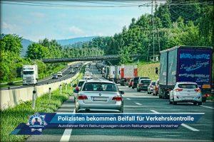 Autofahrer fährt Rettungswagen durch Rettungsgasse hinterher: Polizisten bekommen Beifall für Verkehrskontrolle