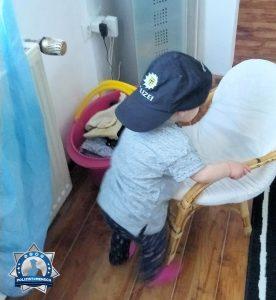 Zum Internationalen #Kindertag zeigt sich hier eine Nachwuchspolizistin