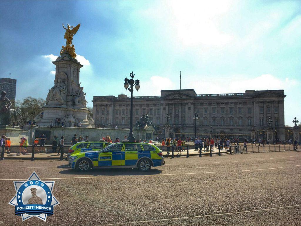 """""""Hey! Ein schöner Streifenwagen der London Metropolitan Police vor dem Buckingham Palace. Gruß Matthias"""""""