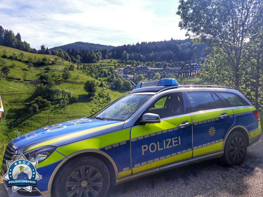 """""""Da arbeiten wo andere Urlaub machen :D Die schönsten Grüße von der B500! Sarah von der Polizei Achern/Oberkirch"""""""