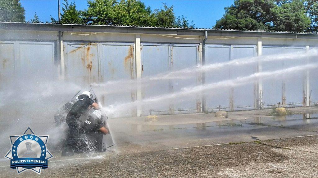 Sommerliche Abkühlung durch den Wasserwerfer