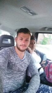 Bei Wohnungseinbruch Handy gestohlen: Mutmaßliche Täter sorgen mit Selfie selbst für Fahndungsfoto