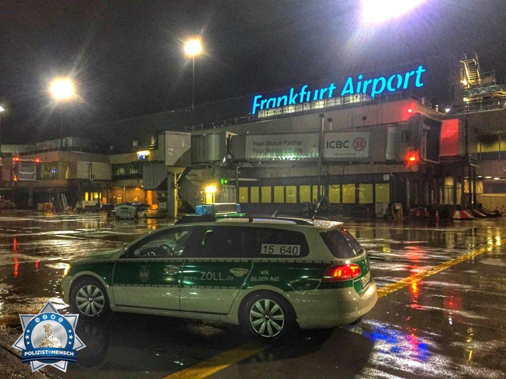 """""""Auch nachts hellwach. Gruß vom Frankfurter Flughafen, Flo"""""""