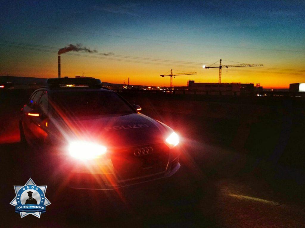 """""""Hallo, hier ein Foto aus dem Nachtdienst in Mainz. Bei solchen Sonnenaufgängen kann sogar die Industrie idyllisch wirken. Liebe Grüße"""""""