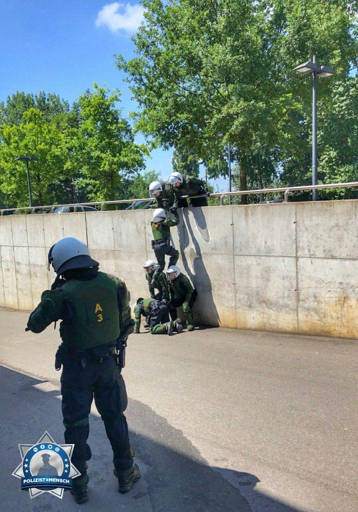 """""""Ein Einblick in die Ausbildung an der Akademie der Polizei Hamburg."""""""