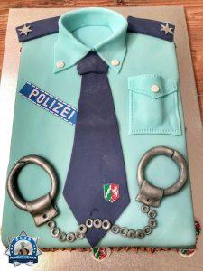 Eine Polizeitorte zur Ernennung als PK'in
