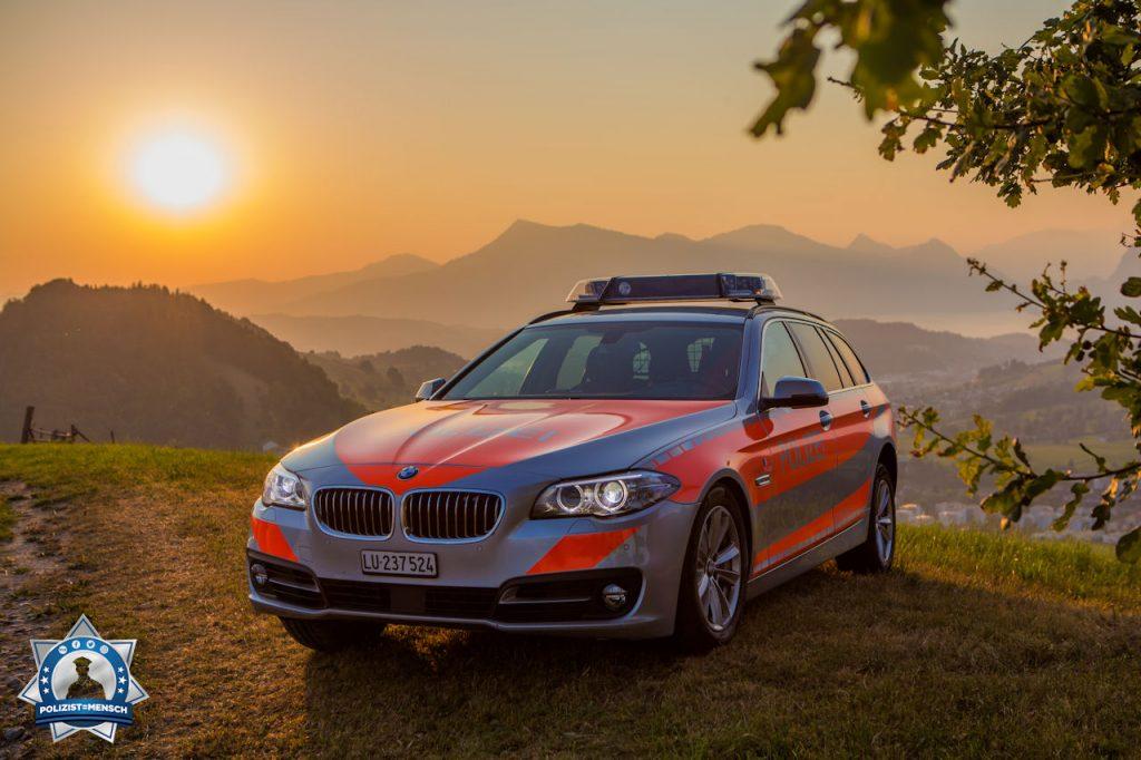"""""""Mit diesem Sonnenaufgangsfoto aus dem Kanton Luzern (Schweiz) wünschen wir allen einen tollen Start in den Tag. Passt auf euch auf. René"""""""