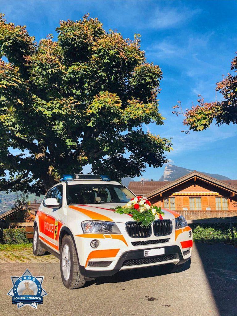 """""""Wir sorgen auch für Sicherheit an der Hochzeit unserer Kollegen im Berner Oberland. Es grüsst die stationierte Polizei Frutigen (Schweiz)."""""""