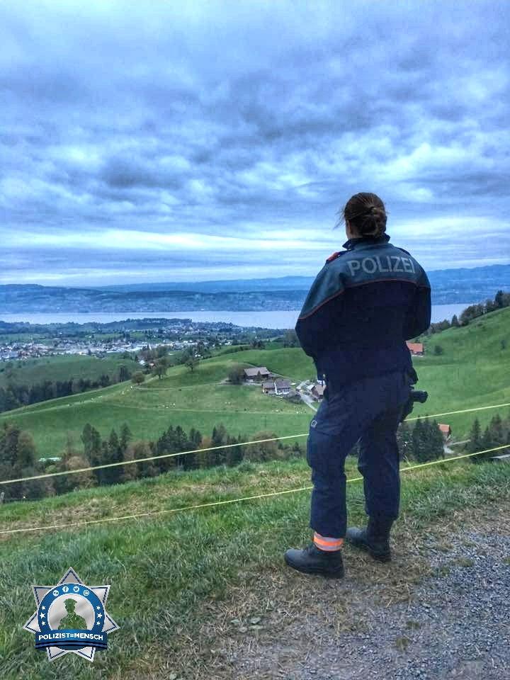 """""""Mal eine etwas andere Aussicht heute früh auf den Zürichsee (Schweiz). Liebe Grüsse, Sabrina"""""""