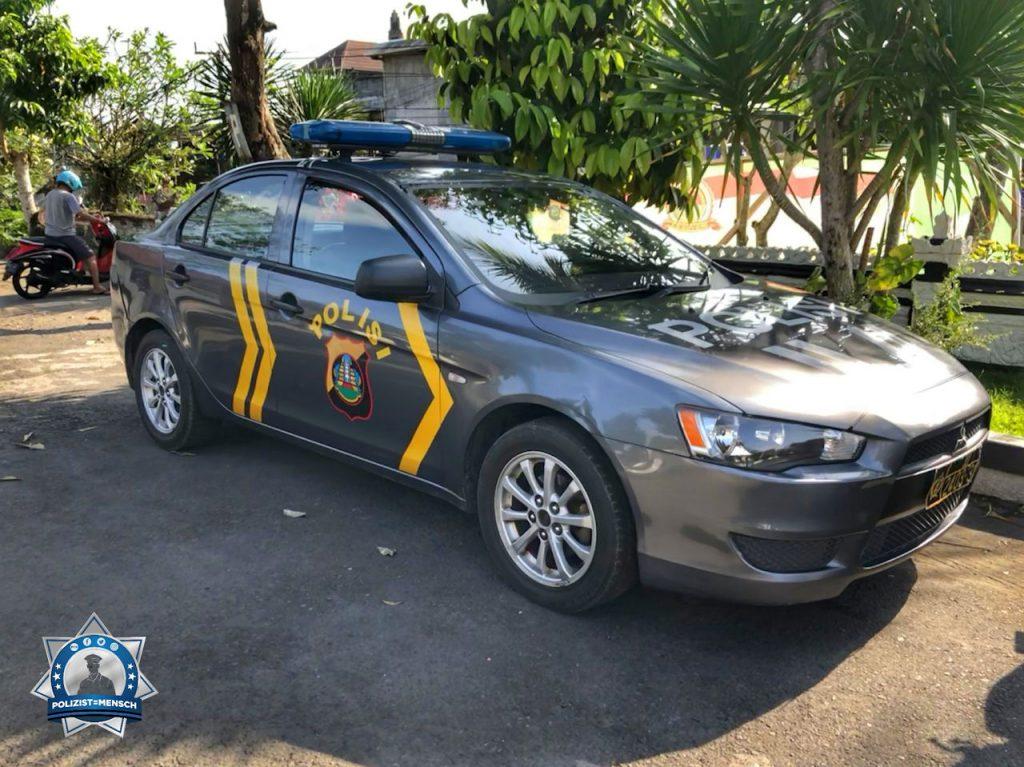 """""""Liebe Grüsse aus Bali. Dort wo der Verkehr, selbst gestandene Polizisten, täglich ins Schwitzen bringt. Benny"""""""