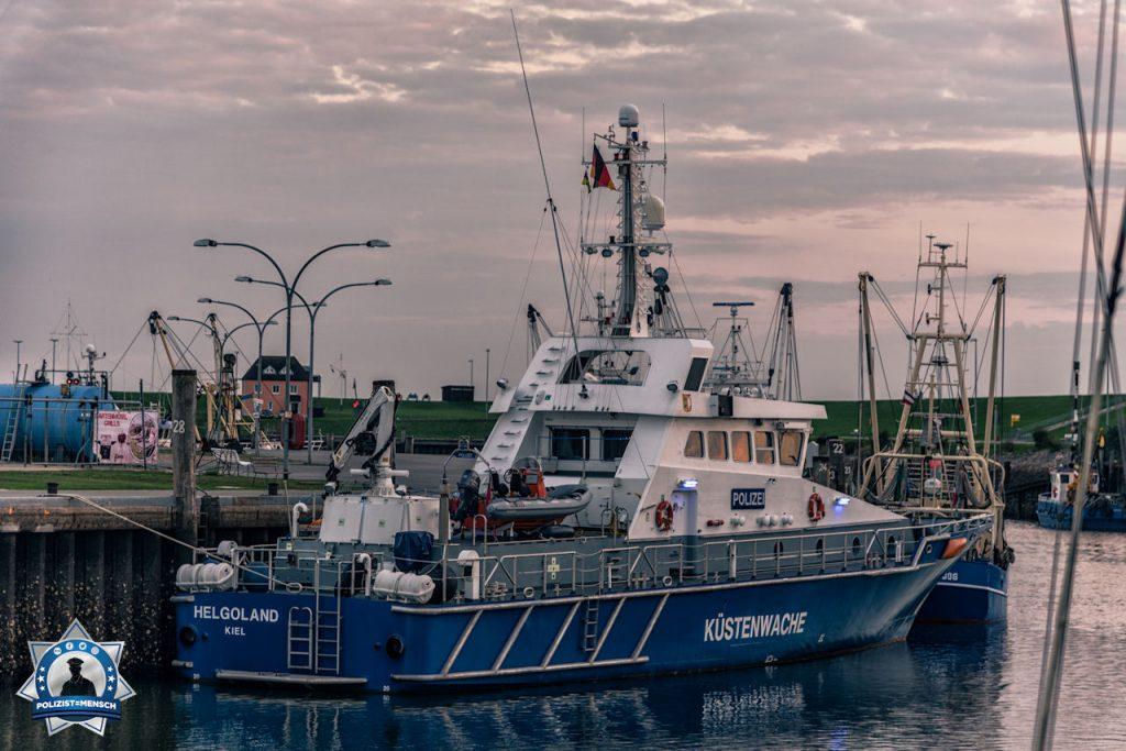 """""""Hi, ich war im Spätsommer an der Nordsee und konnte dieses Schiff der Küstenwache im Büsumer Hafen im Abendlicht festhalten. Schöne Grüße an alle die auf See ihren Dienst verrichten! Sascha"""""""
