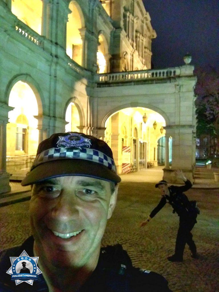 """""""Gruss aus Australien von der QLD Police Brisbane vor dem Parlament, Kate & Veit"""""""