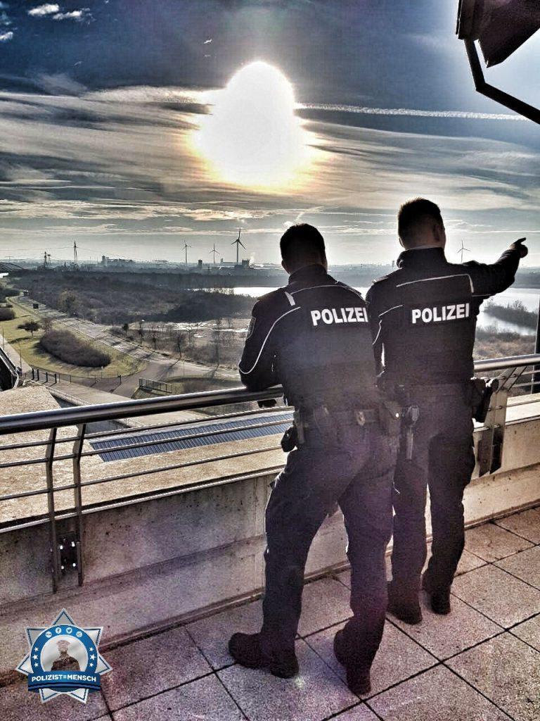 """""""Grüße aus Magdeburg und ein schönes Wochenende, Pascal und André"""""""
