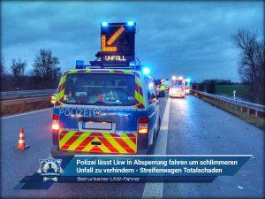 Betrunkener Lkw-Fahrer: Polizei lässt Lkw in Absperrung fahren um schlimmeren Unfall zu verhindern