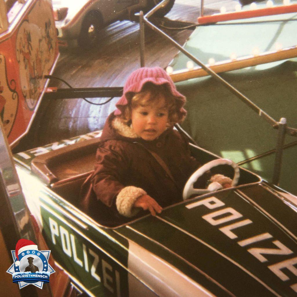 """""""Hallo, hier ein Fundstück aus der Mottenkiste. Weihnachtsmarkt ca. 1981. Die Sympathie zur Polizei war wohl schon in sehr jungen Jahren vorhanden :D Melanie"""""""