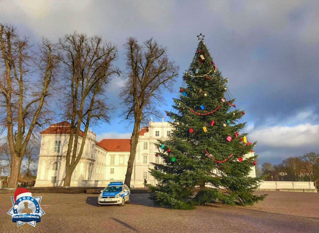 """""""Schöne Weihnachtszeit und ein schönes Weihnachtsfest wünschen Euch schon jetzt Katja & Falk! ⛄️ Wir flüchten morgen nämlich in die Wärme ☀️"""""""