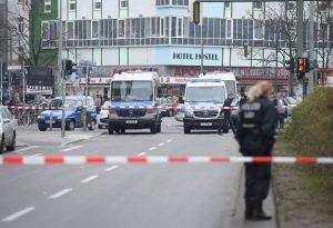 Großfahndung und Schusswaffengebrauch: Polizist in Berlin von Autofahrer angefahren und schwer verletzt worden