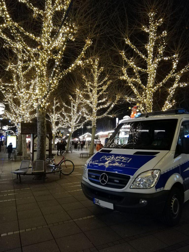 """""""Viele Grüße vom Stuttgarter Weihnachtsmarkt von M. und J."""""""