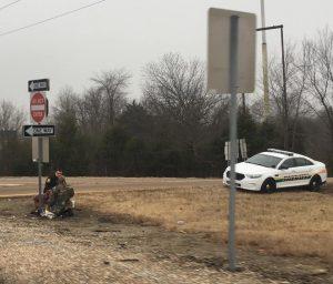 Menschlichkeit zum Jahresanfang: Polizist nimmt Obdachlosem Hunger und Einsamkeit