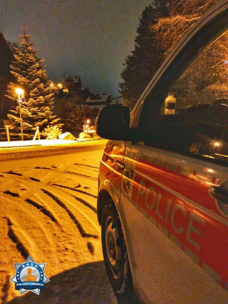 """""""Liebe Grüsse aus dem Nachtdienst in Adelboden (Schweiz). Leise rieselt der Schnee, Manu"""""""